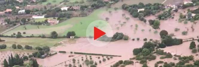 Luftaufnahmen machen das Ausmaß der Überflutungen sichtbar.