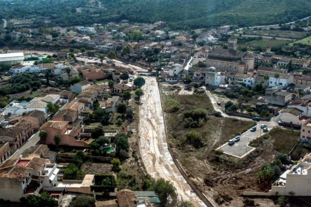 Blick auf Sant Llorenç und den Torrent, der am 9. Oktober überlief.