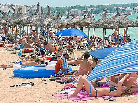 Übervolle Strände gehören auf Mallorca längst zum gewohnten Bild.