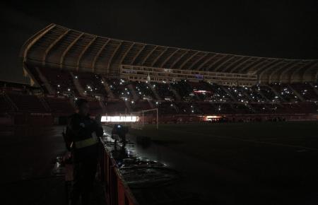 Wegen eines Stromausfalls musste die Partie für eine Viertelstunde unterbrochen werden.
