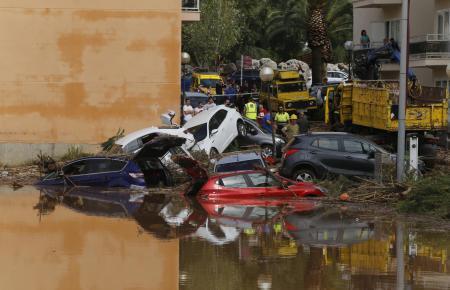 Die Flutwelle in Sant Llorenç schob am 9. Oktober auch Autos übereinander.