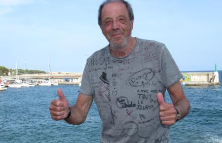 Rolf Fuhrmann am Hafen von Cala Rajada. In dem Küstenort trifftsich der Wahl-Hamburger jedes Jahr ein paar Tage lang mit Bekannt