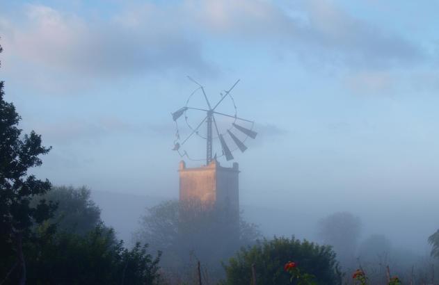 Stillleben mit Mühle im Mallorca-Herbst