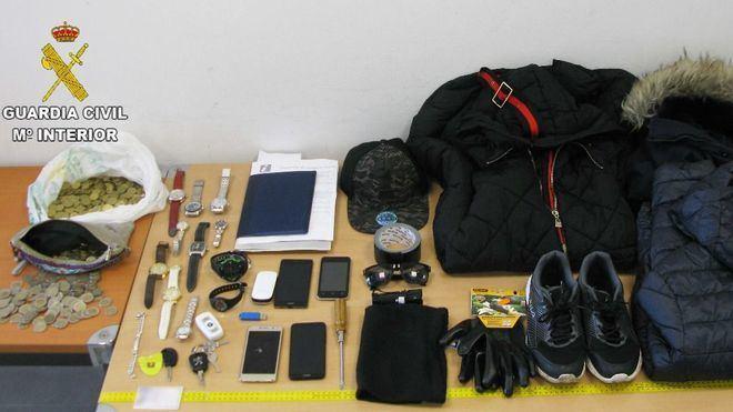 Diese Gegenstände stellten die Polizisten sicher.