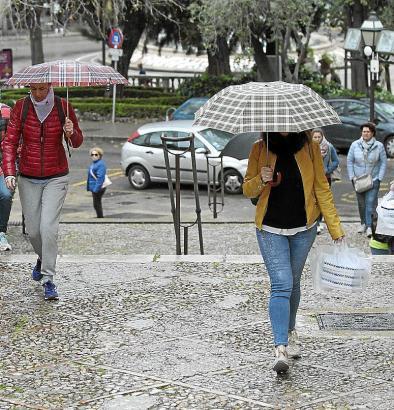 In diesem Oktober hat es auf Mallorca oft geregnet. Da wurde der Regenschirm zum ständigen Begleiter.
