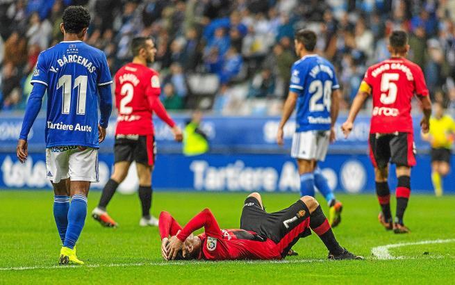 Aridai Cabrera liegt auf dem Boden und ärgert sich über eine vergebene Chance.