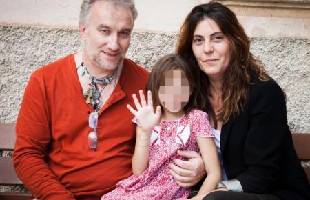 Die kranke Nadia Nerea mit ihren Eltern.