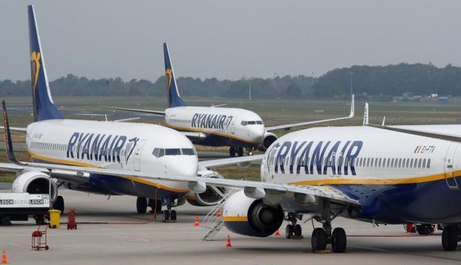 Blick auf Ryanair-Flugzeuge.