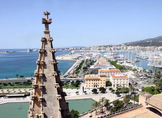 Der Parc de la Mar vor Mallorcas Kathedrale.