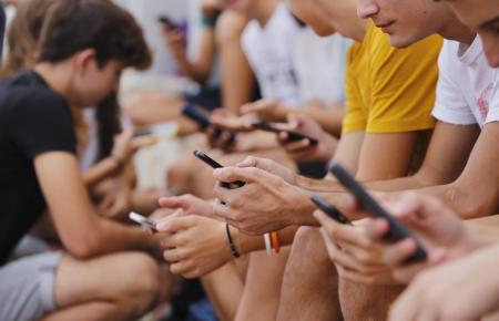 Viele Jugendliche auf den Balearen sehen auf dem Handy oder dem Computer Pornos.
