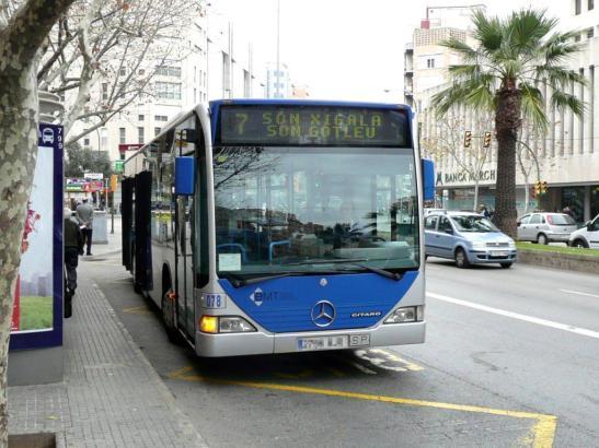 Blick auf einen EMT-Bus in Palma.