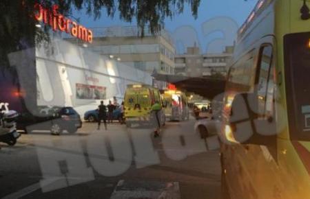 Die Frau wurde mit einem Krankenwagen in eine Klinik gebracht und erlag dort ihren schweren Verletzungen.