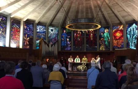 Festmesse zum 50-jährigen Bestehen der deutschsprachigen katholischen Pfarrgemeinde in der Porciúncula-Kirche in S'Arenal.