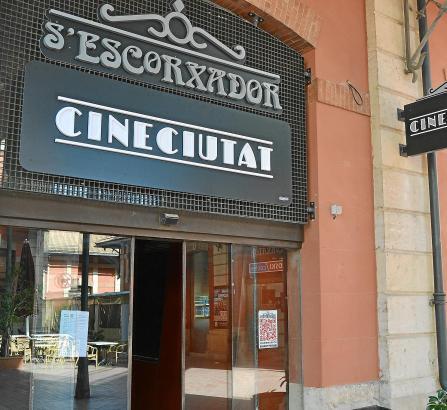 """Das Kino """"CineCiutat"""" im alten Schlachthof S'Escorxador in Palma zeigt auch deutsche Filme in Originalfassung."""