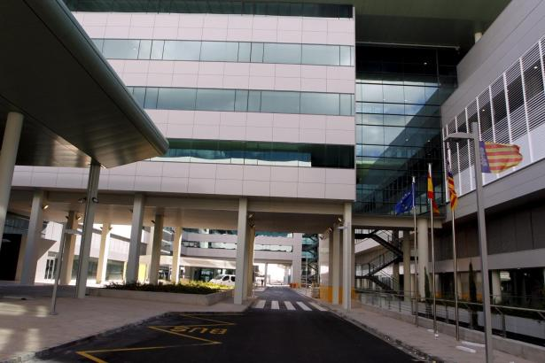 Blick auf das staatliche Son-Espases-Krankenhaus.