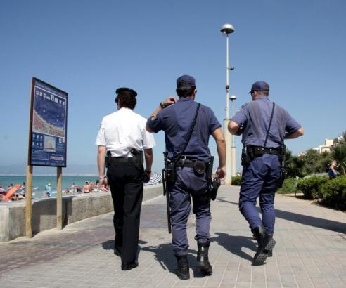 Polizisten im Einsatz an der Playa.