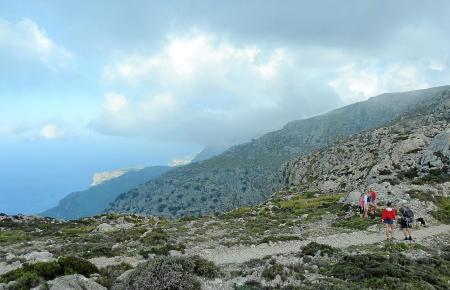 Wie gemacht für ein Erinnerungsfoto: Der Blick vom Camí de s'Arxiduc auf die Tramuntana-Küste.
