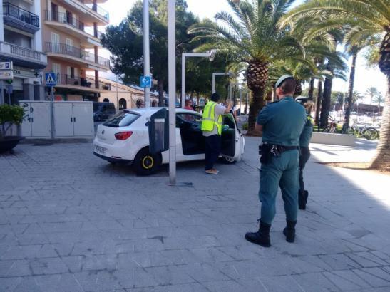 Beamte der Guardia Civil am Mittwoch während des Einsatzes in Palma.