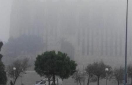 Die Kathedrale von Palma im Nebel.