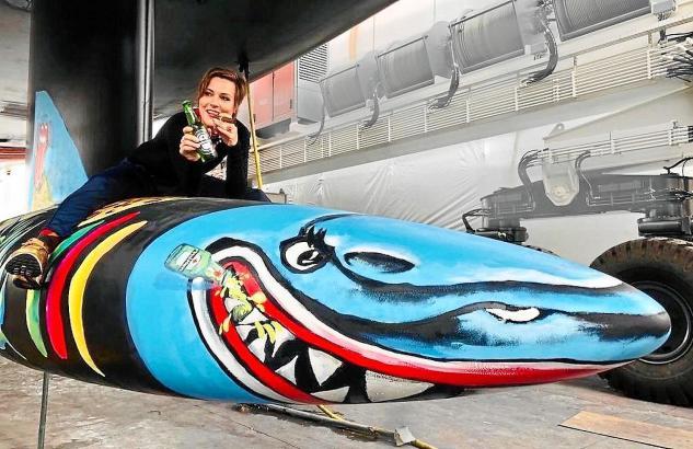 """Ann-Kathrin Otto und ihr Hai: """"Es ist total schön, dass die Malerei an so einem Objekt plötzlich solche Wellen schlägt."""""""