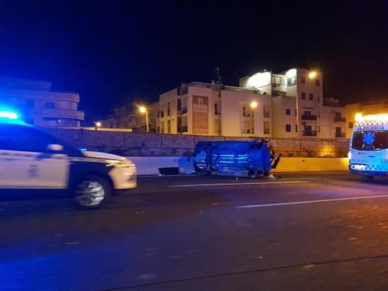 Blick auf eines der Unfallfahrzeuge.
