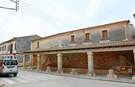 Obwohl es Sanierungspläne für das alte Gebäude Abeurador in Santanyi gibt, zweifeln die Bewohner an deren Umsetzung. Ursprünglic