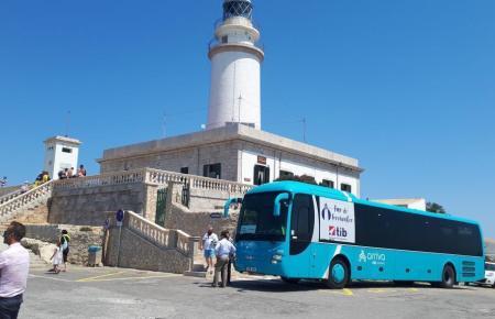 Zubringerbus im vergangenen Sommer am Formentor-Leuchtturm.