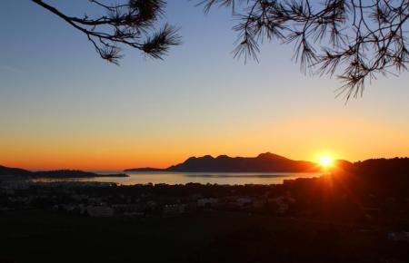 Sonnenuntergang im Spätherbst auf Mallorca.
