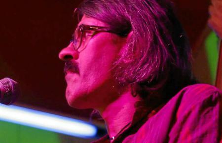 Ob live oder im Studio, Víctor Uris hat mit bedeutenden Musikern zusammengespielt.