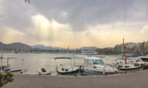 Gewitterwolken über Port d'Alcudia