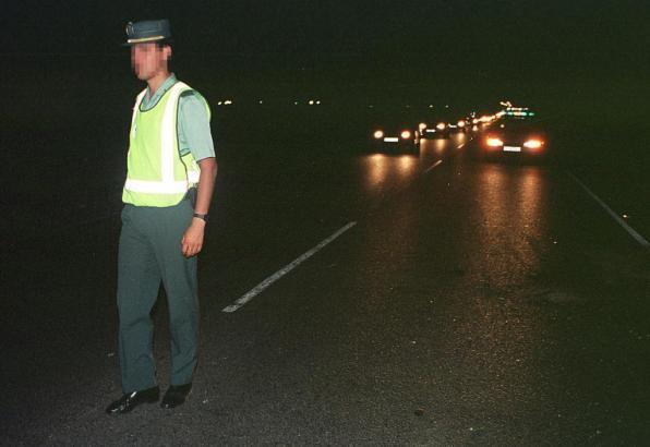 Auf der Straße bildete sich nach dem Crash ein langer Stau.