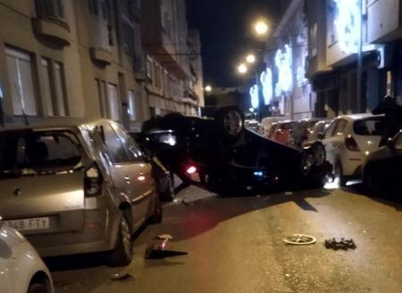 Der Wagen blieb auf dem Dach liegen.