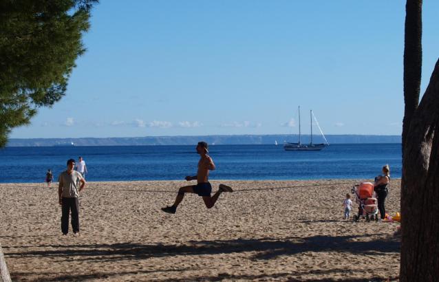 Winterspaß auf dem Strand von Palmanova.