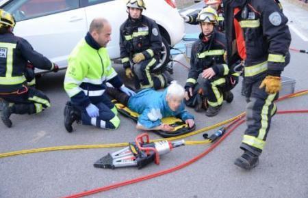 Nach ihrer Bergung durch die Feuer wurde die Frau in eine Klinik nach Palma gebracht.