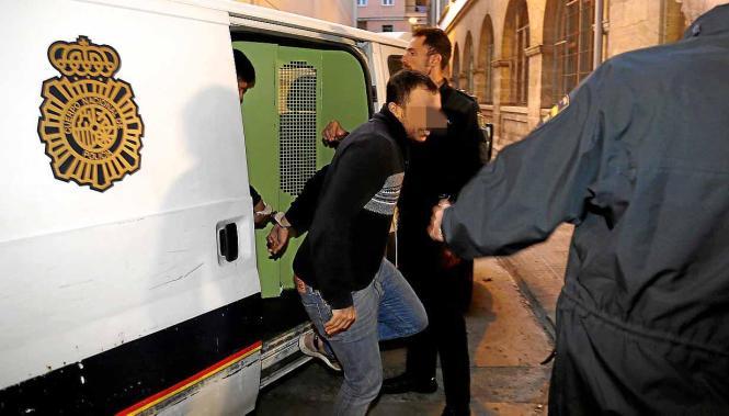 Der vermeintliche Vergewaltiger bei seiner Festnahme.