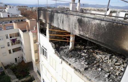 Die Wohnung der Familie in Palmas Stadtteil Coll d'en Rabassa ist bei der Explosion völlig zerstört worden. Zwei weitere wurden