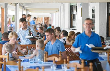 Vor allem im Gastgewerbe finden Festlandspanier auf den Balearen einen Arbeitsplatz.