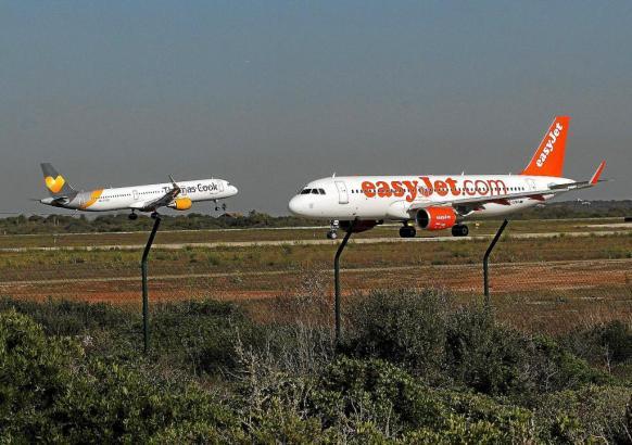 Wenn es zu Verspätungen und Ausfällen im Flugverkehr kommt, stehen Passagieren grundlegende Dinge zu.