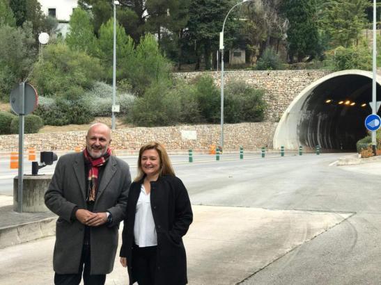 Standen am Freitag vor dem Sóller-Tunnel Rede und Antwort: Inselratspräsident Miquel Ensenyat und Verkehrsdezernentin Mercedes G