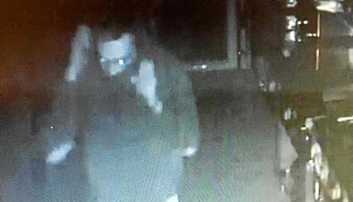 Der Einbrecher, aufgenommen von der Sicherheitskamera des Lokals.