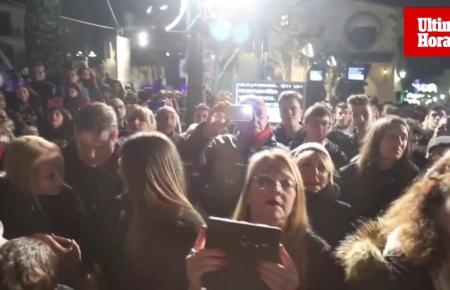 Der Privatsender Telecinco übertrug live von der Plaça Nova in Sant Llorenç auf Mallorca spanienweit den Jahreswechsel.