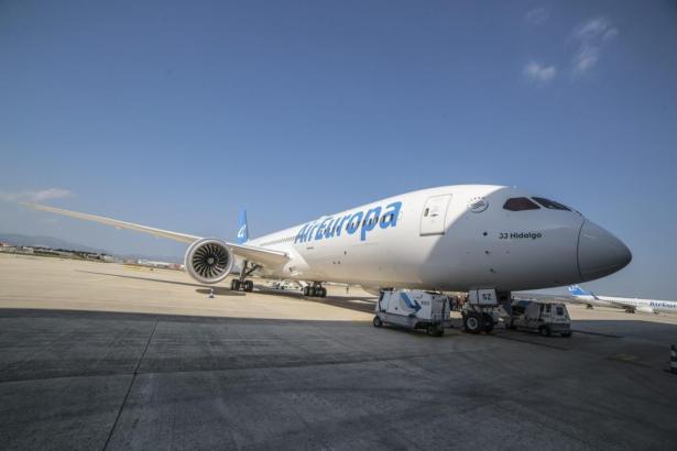 Blick auf einen Air-Europa-Jet.