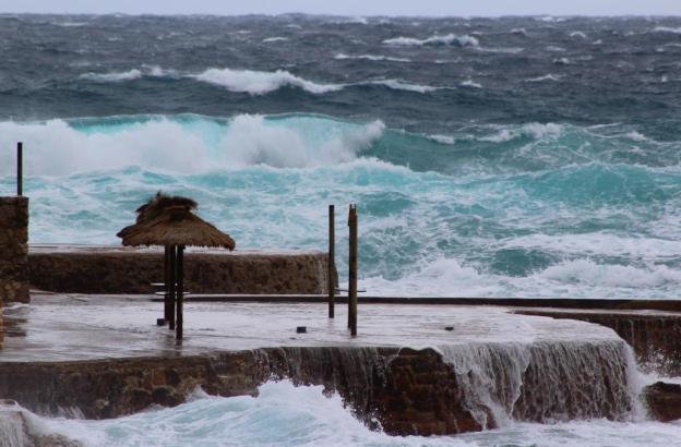 So sieht es aus, wenn der Wind das Meer aufpeitscht.