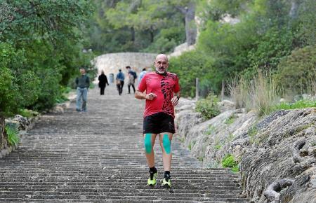 Langstreckenläufer Luís Páez hat sich für die Anliegen seiner Schüler ordentlich gequält.