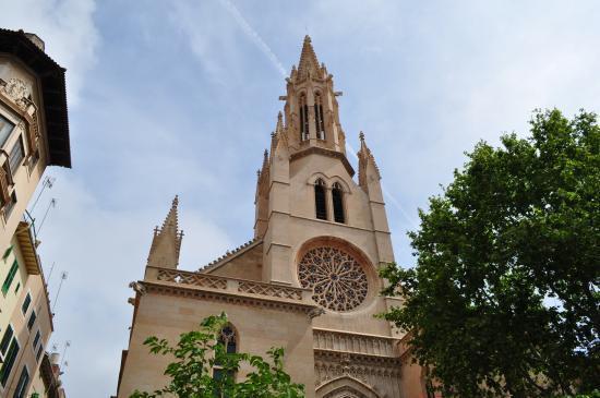 Die Kirche von Santa Eulàlia.