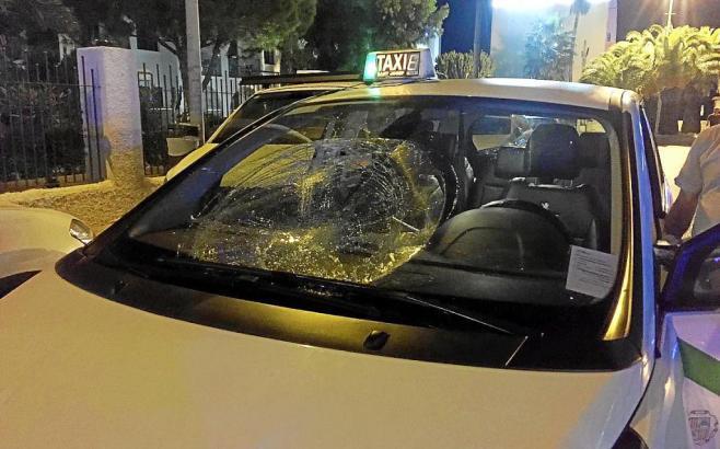 Beschädigtes Taxi nach einem anderen Raubüberfall.