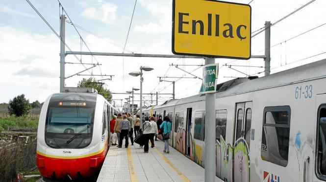 Elektrozug (links) in Enllaç.