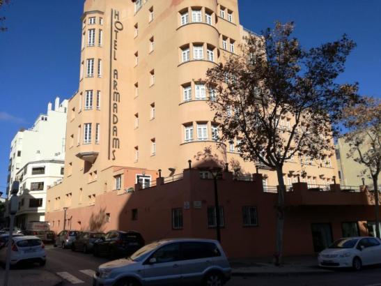 Blick auf das Hotel Armadans.