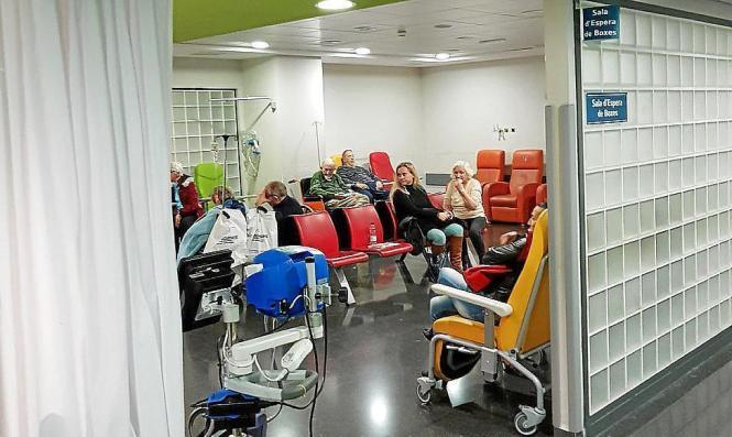 Zahlreiche Patienten warten in Krankenhäusern der Insel auf Behandlung. Etliche Notfälle mussten stationär aufgenommen werden.