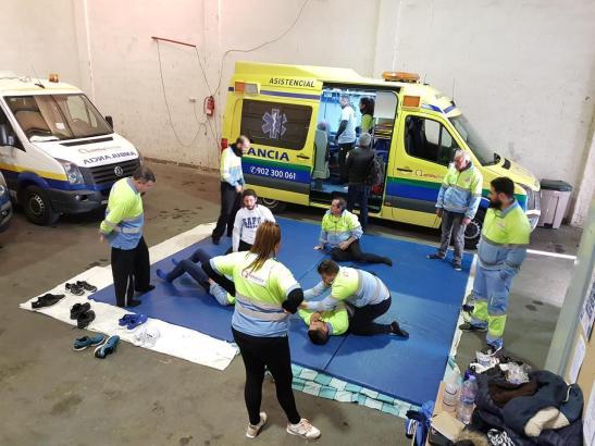 Notfallsanitäter bei einem Selbstverteidungskurs. Immer wieder kommt es zu Übergriffen auf Techniker, Schwestern oder Ärzte.